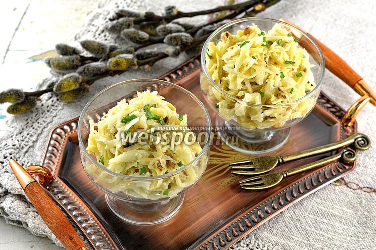 Фото Салат из вареной капусты, сыра и орехов
