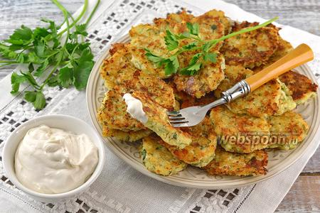 Оладьи из капусты, твёрдого сыра и зелени