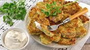 Фото рецепта Оладьи из капусты, твёрдого сыра и зелени