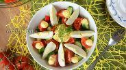 Фото рецепта Овощной салат с сырным соусом