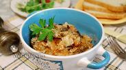 Фото рецепта Капуста, тушёная с курицей и грибами