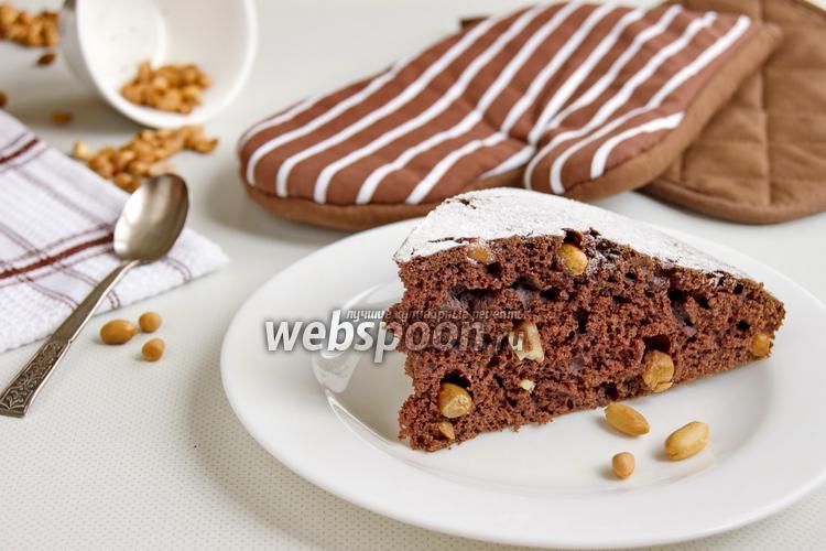Фото Шоколадный пирог с арахисом