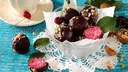 Фото рецепта Бисквитные конфеты с вишней