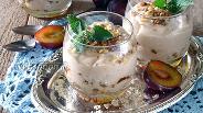 Фото рецепта Сливовое суфле с овсяным грильяжем