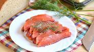 Фото рецепта Солёный кижуч с брусникой и укропом