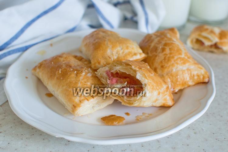 Фото Слойки с колбасой и сыром