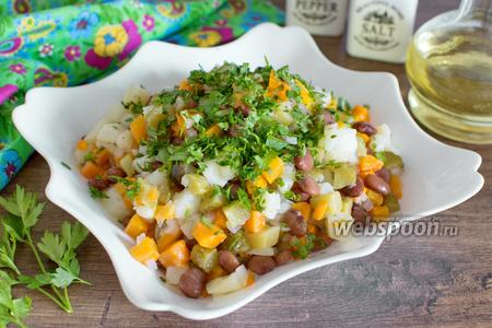 Картофельный салат с фасолью и маринованными огурцами
