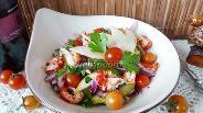 Фото рецепта Салат с раковыми шейками и грушей