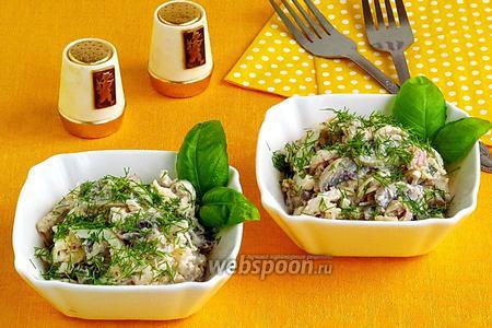 Салат из кальмаров с грибами и сыром