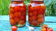 Фото рецепта Консервированные помидоры черри с петрушкой