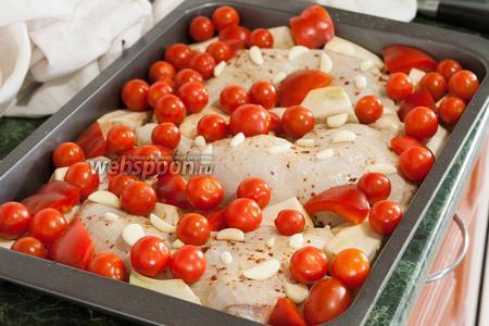Последний ингредиент нашего блюда — упругие помидорчики черри.