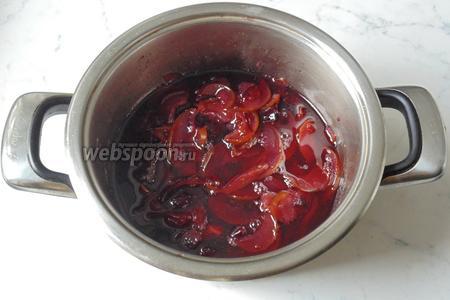 Варить груши со сливами ещё 20-25 минут и выключить.