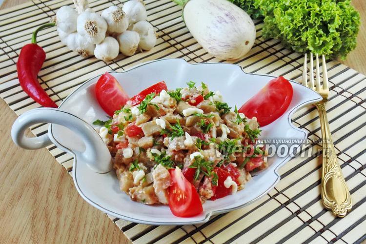 Фото Салат из белых баклажанов с луком и яйцами