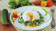 Фото рецепта Салат с яйцом пашот