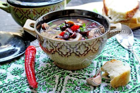 Суп с красной фасолью и грибами