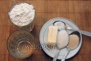 Для приготовления нам понадобиться: тёплая вода, мука, маргарин, соль, сахар, дрожжи.