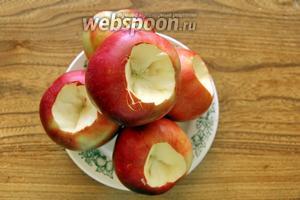 Яблоки помыть, удалить сердцевину.