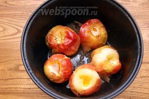 Готовить в режиме «Тушение» 15 минут. Яблоки готовы. Приятного аппетита!