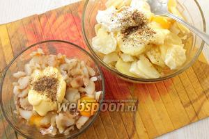 Рыбное филе разбираем на кусочки. 2 желтка с мягким маслом и приправой добавляем к рыбе, 3 желтка, приправу и сметану добавляем к картофелю. Перемешиваем.