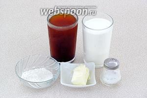 Для приготовления соуса нужно взять процеженный через несколько слоёв марли грибной отвар, муку, сметану, сливочное масло и соль.