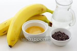 Для приготовления возьмите бананы, шоколадные дропсы, воду, мёд, лимон, лимонный сок.