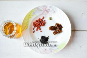 Ингредиенты: мёд, годжи, чай листовой, финики сушёные, кардамон.