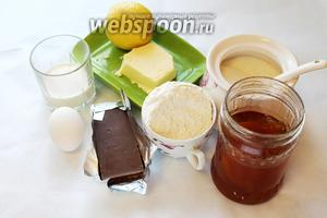 Для выпечки пирожного потребуются следующие продукты: масло сливочное, мука, сахар, яйцо, разрыхлитель, лимон, абрикосовый джем, шоколадная глазурь (растопленный шоколад и сливки).