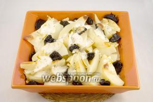 Запекайте картофель при 200°С около 45 минут. Подавать его лучше в горячем виде.