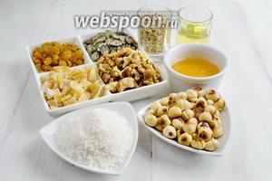 Чтобы приготовить гранолу «батончик» нужно взять хлопья овсяные, кокосовую стружку, масло оливковое, мёд, ванильную эссенцию, фундук, грецкие орехи, тыквенные семечки, изюм, цукаты, сок лимона, щепотку соли.