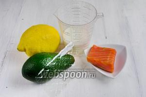 Для приготовления мусса нужно взять авокадо спелые, лимон, соль, перец, сливки жирные (магазинные), желатин, сёмгу.
