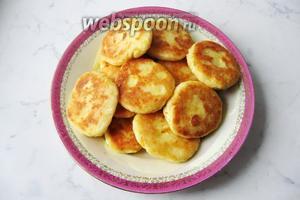 Сырники с тыквой готовы. Подаём на завтрак, полдник,  десерт со сметаной, вареньем или мёдом.