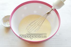 Добавляем тримолин (его здесь используют, чтобы дольше сохранить выпечку свежей) или засахаренный мёд (можно просто густой мёд).