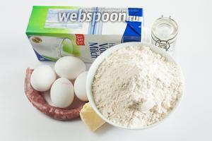 Соотношение продуктов следующее: на 1 литр молока берём 20 столовых ложек муки, 4 куриных яйца, солидное количество соли — где-то 1 столовая ложка без верха. Масло (количество и сортность) — какое под руку попадётся, а можно обойтись и вовсе без него. В рецепте Париде используется очень небольшое количество колбасы — примерно 100 грамм. Это объясняется, во-первых, тем, он был немного скуповат. Но есть и функциональная причина: когда он готовил для себя одного, он съедал верхний слой с колбасой на ужин, а нижний оставался на следующий день на обед, и употреблялся в качестве гарнира к мясу. Так вот, если едоков достаточно, чтобы срубать шмакафан сразу, то лучше взять на такое количество всё же 200 грамм колбасы (а ещё лучше — 400, и делать по другому рецепту, который я покажу как-нибудь в другой раз). ;) В идеале используется домашняя колбаса, либо ещё сырая, либо слегка подкопченная.
