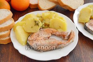 Кета в духовке с картошкой