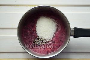 Виноград, сахар и лаванду доведём до кипения и проварим 3-5 минут.