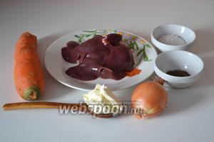Подготавливаем необходимые ингредиенты: печень кролика, лук репчатый, морковь, соль морскую, молотый душистый перец и сливочное масло.