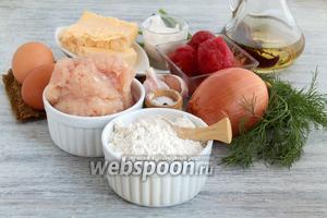Подготовить продукты: муку, куриный фарш, яйца, масло, специи, зелень, томаты в собственном соку, сметану.