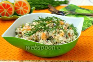 Салат с копчёным кальмаром