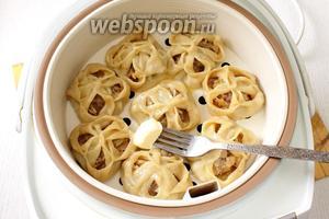 Готовые манты по-сибирски смазываем сливочным маслом, подаём горячими. Приятного аппетита!