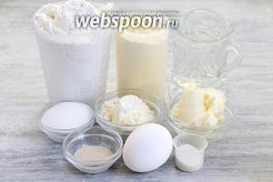 Подготовить 2 вида муки, воду, масло и яйцо комнатной температуры, соль, сахар, дрожжи, сухое молоко.