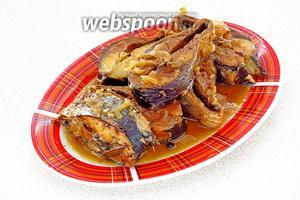 Готовую рыбу вместе с соком переложить в отдельную посуду и охладить.