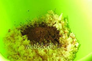 Добавляем 1 столовую ложку какао и варенье — 150 грамм.
