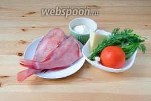 Для приготовления морского окуня нам понадобится сама рыбка, помидор, укроп, зелёный лук, чеснок, сметана, сыр пармезан, а также соль и перец.