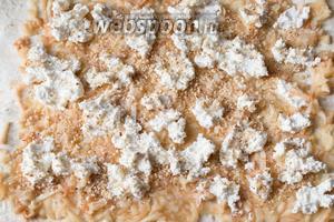 Посыпьте всё это измельчёнными грецкими орехами.