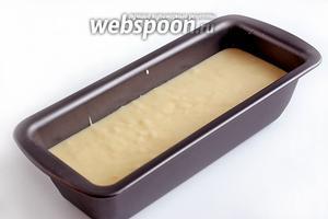 Полученное тесто вылить в форму для кекса или любую другую. У меня антипригарная форма и я её ни чем не смазывала. Выпекать 40-45 минут при 170-180°С. Готовность проверить лучинкой.