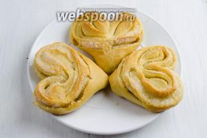 Готовые булочки подавать к чаю или с чашкой молока.