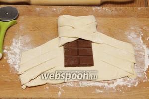 «Заплетаем» плитку шоколада.
