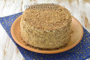 Обсыпать торт песочной крошкой. Отправить в холодильник, минимум на 5 часов. Песочный торт с джемом готов.