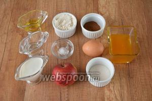 Для приготовления необходима мука пшеничная, вода, кефир, яйца, яблоки, корица, мёд, соль, сахар, масло подсолнечное рафинированное.