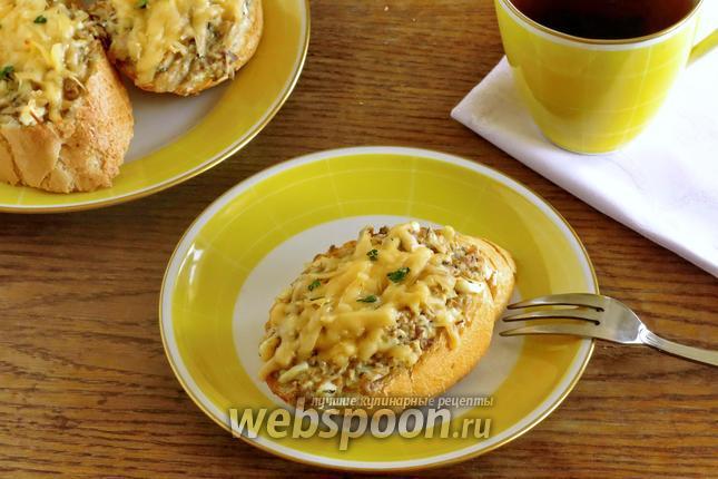 Фото Горячие бутерброды с сайрой в духовке